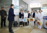 学校领导看望慰问藏族教职工及春节期间一线工作人员 - 西藏民族学院