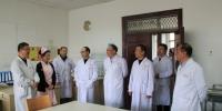 袁东亚副校长到附属医院看望收假职工 部署工作 - 西藏民族学院