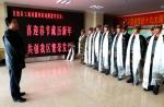 2月12日,自治区工商局慰问驻局解放军官兵 - 工商局