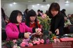 """学校教育工会、妇女工作委员会联合开展""""三八""""妇女节插花活动 - 西藏民族学院"""