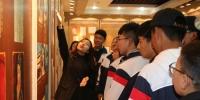 【民族团结月】附属中学组织学生参观西藏主权归属与人权状况展览馆及校史馆 - 西藏民族学院