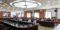 学校师生集中收听收看纪念马克思诞辰200周年大会 - 西藏民族学院