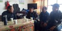 学校党委书记欧珠到玛日玛村检查指导驻村工作 - 西藏民族学院
