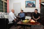 学校党委看望慰问老党员和困难党员 - 西藏民族学院