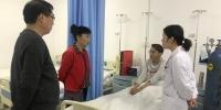 中秋佳节 扎西卓玛副校长看望慰问生病住院学生 - 西藏民族学院