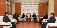 我校党委书记、副校长欧珠与中国人民大学新闻学院来宾座谈交流 - 西藏民族学院