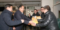 欧珠书记慰问春节藏历年带班值班的干部职工 - 西藏民族学院